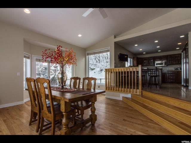 Additional photo for property listing at 2401 S SUMMIT Circle  Salt Lake City, Utah 84109 États-Unis