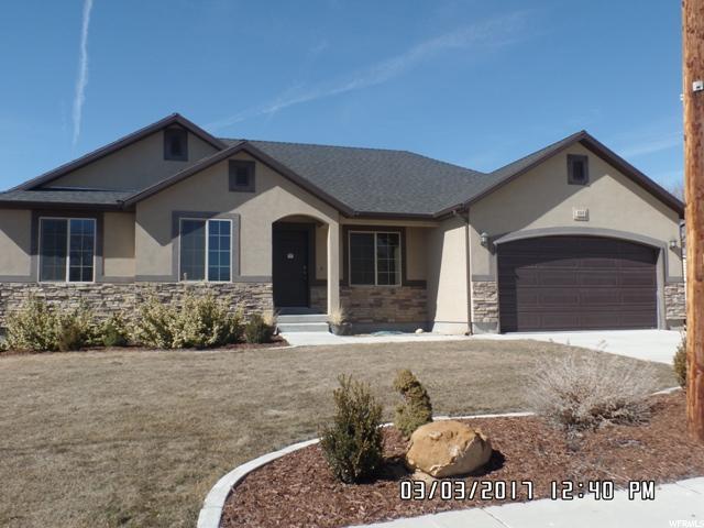单亲家庭 为 销售 在 335 N 400 W Castle Dale, 犹他州 84513 美国