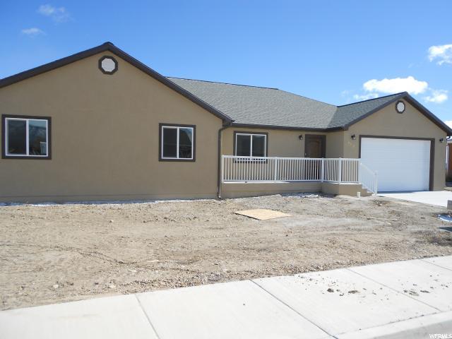 单亲家庭 为 销售 在 880 N 150 E Castle Dale, 犹他州 84513 美国