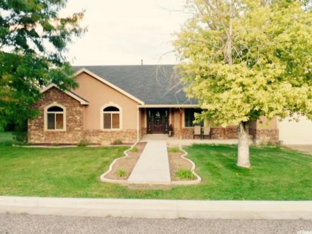 单亲家庭 为 销售 在 180 N 100 E Ferron, 犹他州 84523 美国