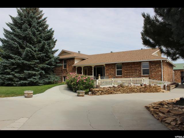 单亲家庭 为 销售 在 825 E 100 S Ferron, 犹他州 84523 美国