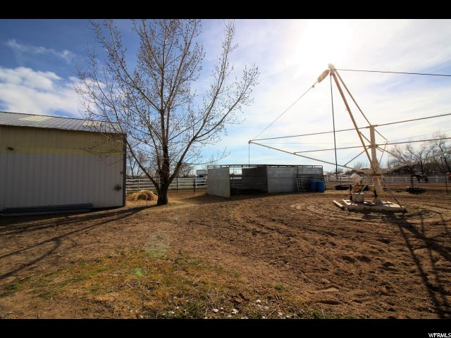 Additional photo for property listing at 3921 N 2800 W  Farr West, Utah 84404 Estados Unidos