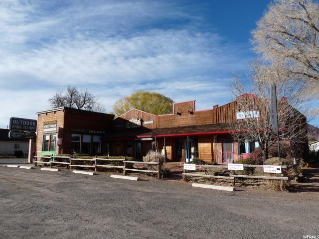 Commercial pour l Vente à 135 E MAIN Street Torrey, Utah 84775 États-Unis