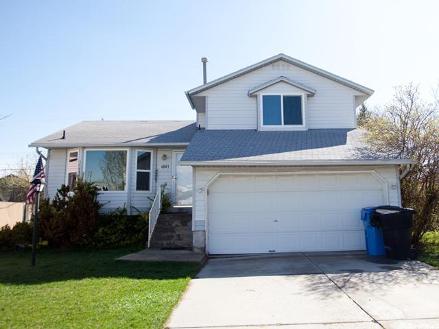 单亲家庭 为 销售 在 4841 S AARON WAY Kearns, 犹他州 84118 美国