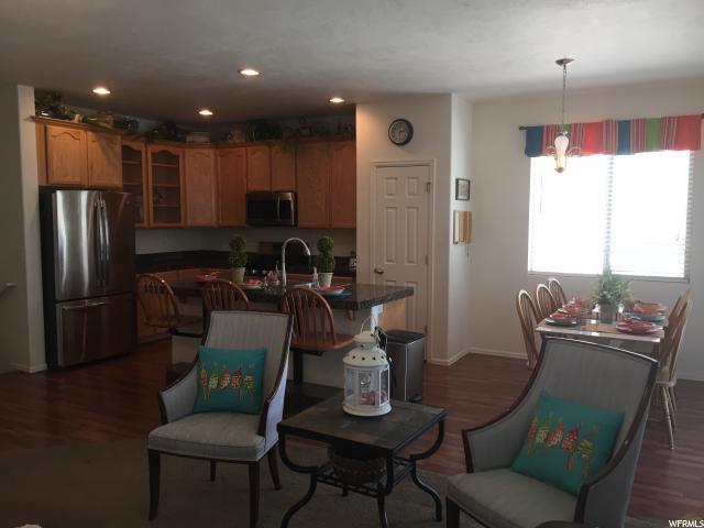 Additional photo for property listing at 11157 S VILLAGE GROVE Lane  南约旦, 犹他州 84095 美国