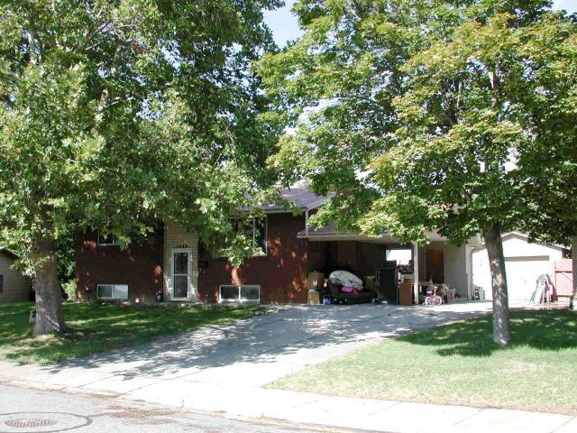 单亲家庭 为 销售 在 1988 N 400 W Sunset, 犹他州 84015 美国