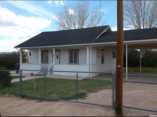 Unique la famille pour l Vente à 121 N MAIN Lyman, Utah 84749 États-Unis