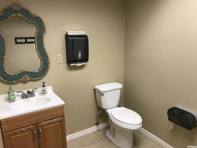 Additional photo for property listing at 8785 S JORDAN VALLEY WAY 8785 S JORDAN VALLEY WAY Unit: 100 West Jordan, Utah 84088 États-Unis