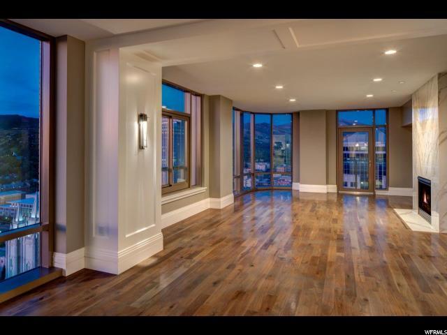Appartement en copropriété pour l Vente à 99 W SOUTH TEMPLE Street 99 W SOUTH TEMPLE Street Unit: 2705 Salt Lake City, Utah 84101 États-Unis