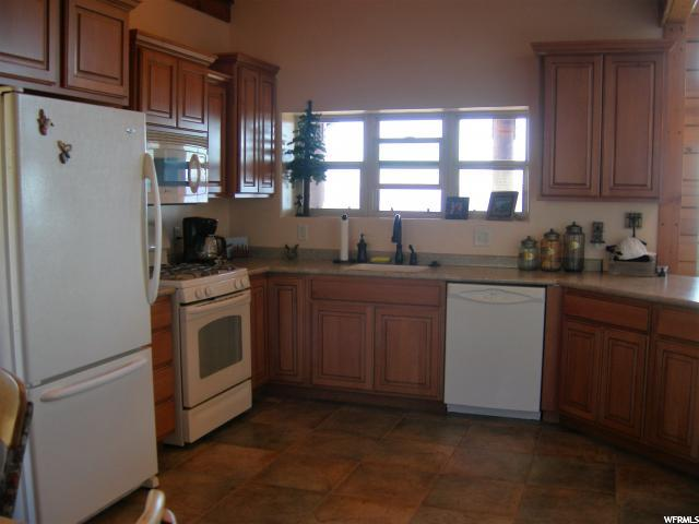 Additional photo for property listing at 321 S HUCKLEBERRY Circle 321 S HUCKLEBERRY Circle Unit: F-33 花园城, 犹他州 84028 美国