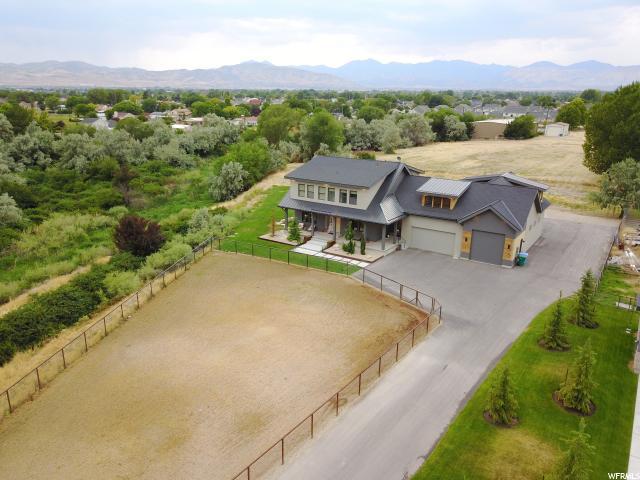Unique la famille pour l Vente à 11814 S TRIFECTA Court Riverton, Utah 84065 États-Unis