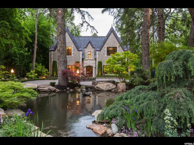 单亲家庭 为 销售 在 2411 E WALKER Lane 2411 E WALKER Lane 霍拉迪, 犹他州 84117 美国