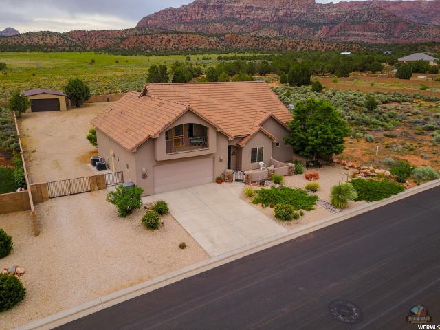 单亲家庭 为 销售 在 1123 E BIG PINION Lane Apple Valley, 犹他州 84737 美国