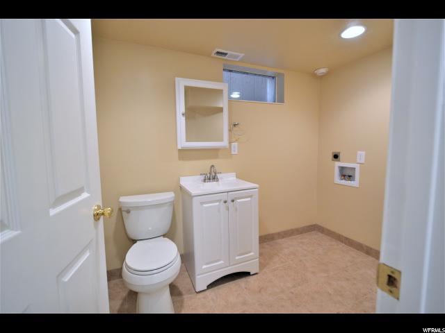 Additional photo for property listing at 8169 S 700 E 8169 S 700 E Sandy, Юта 84070 Соединенные Штаты