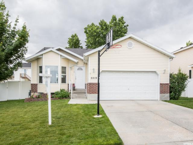 Single Family للـ Sale في 5519 W RIDGE HOLLOW WAY Kearns, Utah 84118 United States