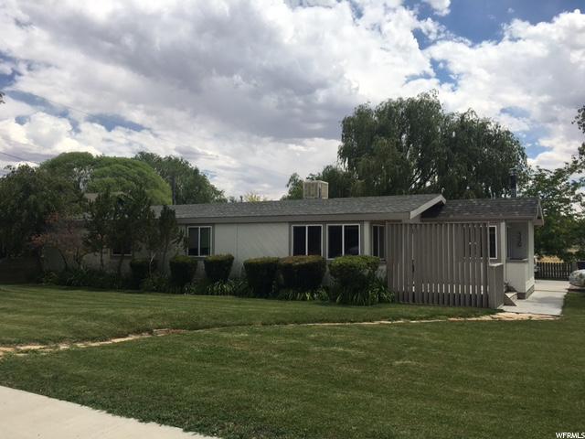Unique la famille pour l Vente à 350 E MOLEN Road Ferron, Utah 84523 États-Unis