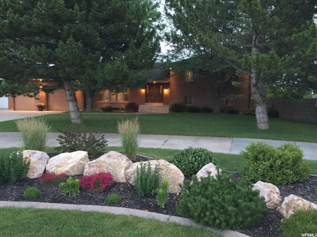 Unique la famille pour l Vente à 2469 S 1000 W Syracuse, Utah 84075 États-Unis