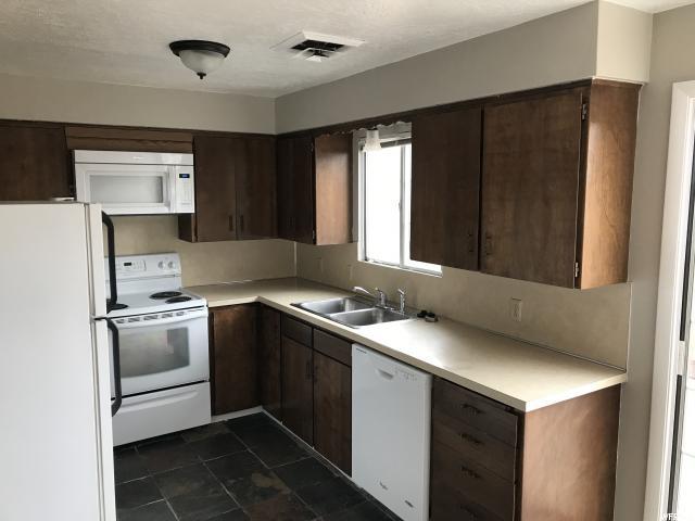 联栋屋 为 销售 在 1205 N 120 W 1205 N 120 W Logan, 犹他州 84341 美国