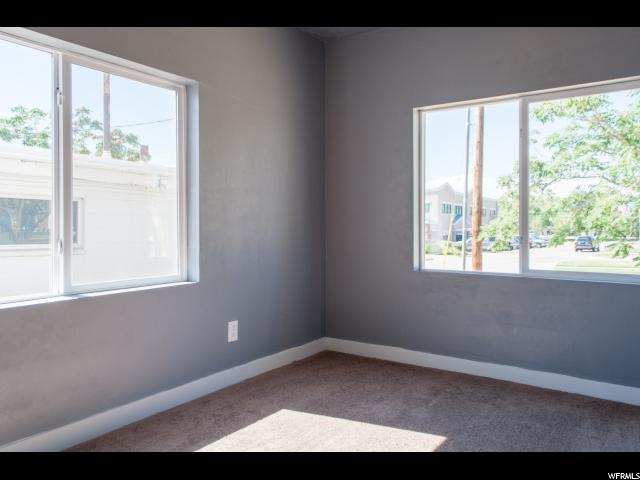 Additional photo for property listing at 220 E 200 S 220 E 200 S Clearfield, Utah 84015 États-Unis