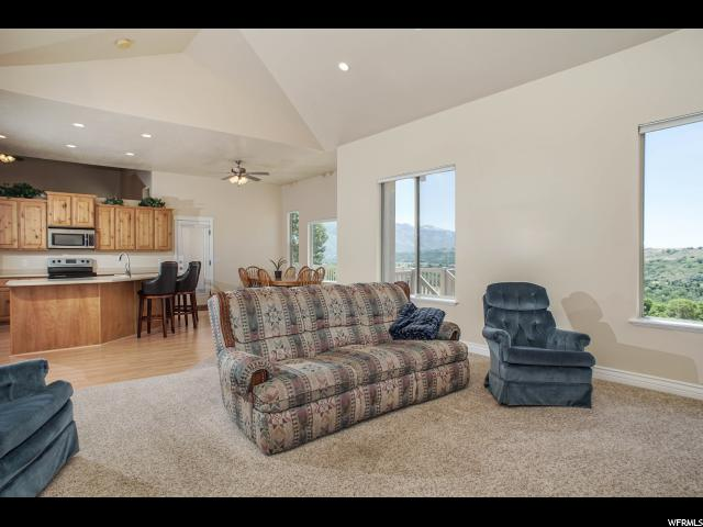 Additional photo for property listing at 283 W 5700 S 283 W 5700 S Washington Terrace, Utah 84405 Estados Unidos