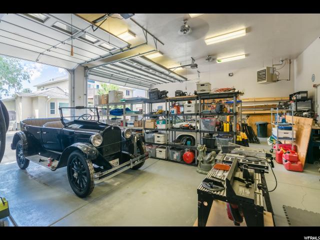 Additional photo for property listing at 8455 S 1000 E 8455 S 1000 E Sandy, Utah 84094 Estados Unidos