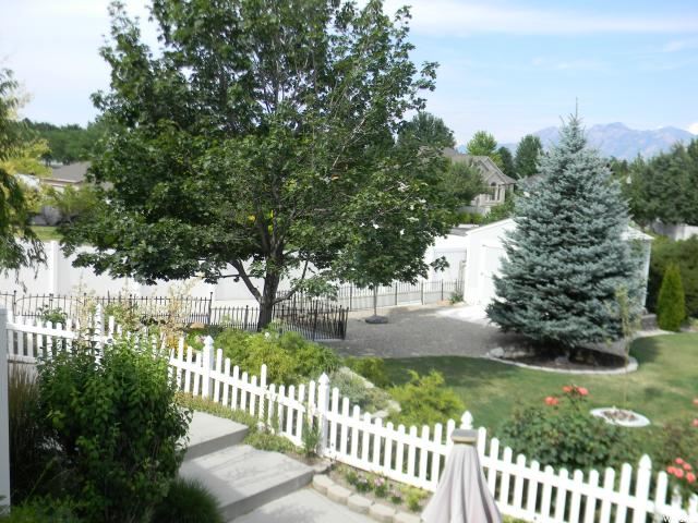 Additional photo for property listing at 10913 S 3210 W 10913 S 3210 W South Jordan, Utah 84095 Estados Unidos
