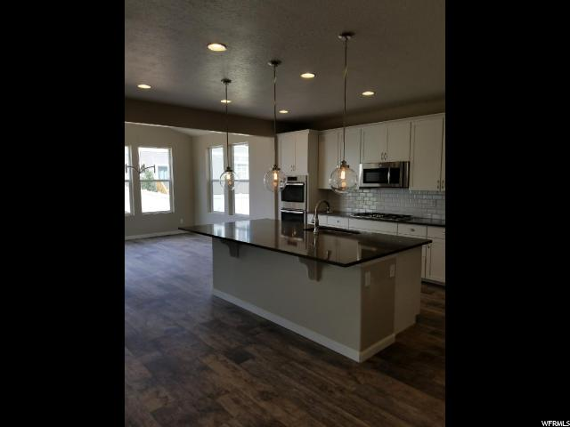 Additional photo for property listing at 12088 S BROKEN ARCH Lane 12088 S BROKEN ARCH Lane Unit: 407 Herriman, Utah 84096 Estados Unidos