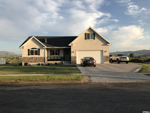 Unique la famille pour l Vente à 702 E 440 S Hyrum, Utah 84319 États-Unis