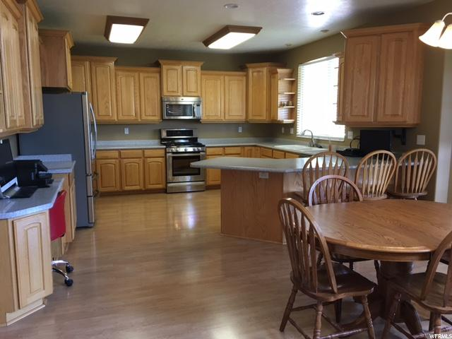Additional photo for property listing at 128 E CARRINGTON Lane 128 E CARRINGTON Lane Centerville, Юта 84014 Соединенные Штаты
