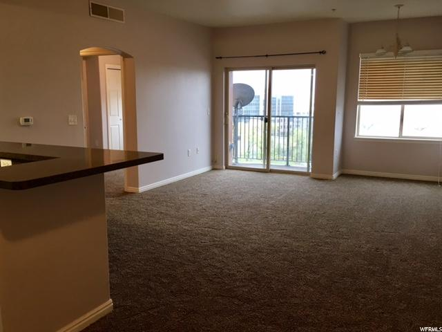 194 W ALBION VILLAGE WAY Unit 403 Sandy, UT 84070 - MLS #: 1467537