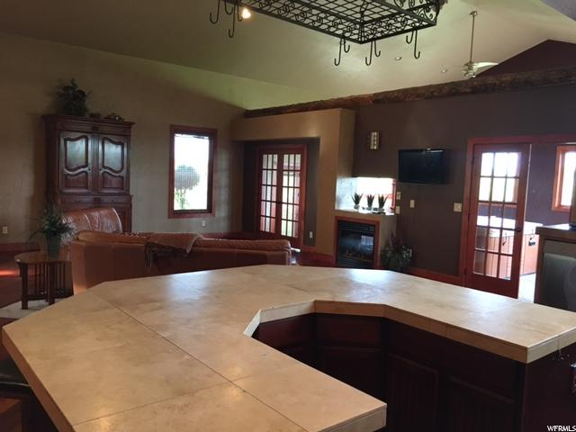 Additional photo for property listing at 948 S SNOWMEADOWS Drive 948 S SNOWMEADOWS Drive 花园城, 犹他州 84028 美国