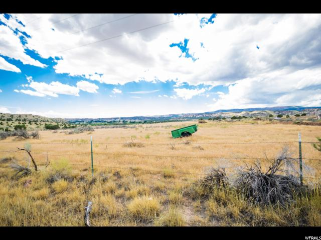 Additional photo for property listing at 3100 N 2500 W 3100 N 2500 W Vernal, Utah 84078 États-Unis