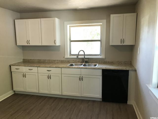 Additional photo for property listing at 8262 S REDWOOD Road 8262 S REDWOOD Road West Jordan, Utah 84088 États-Unis