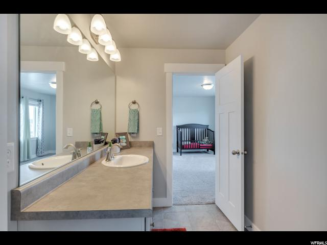 Additional photo for property listing at 14302 S MEADOW BEND Drive 14302 S MEADOW BEND Drive Herriman, Utah 84096 États-Unis