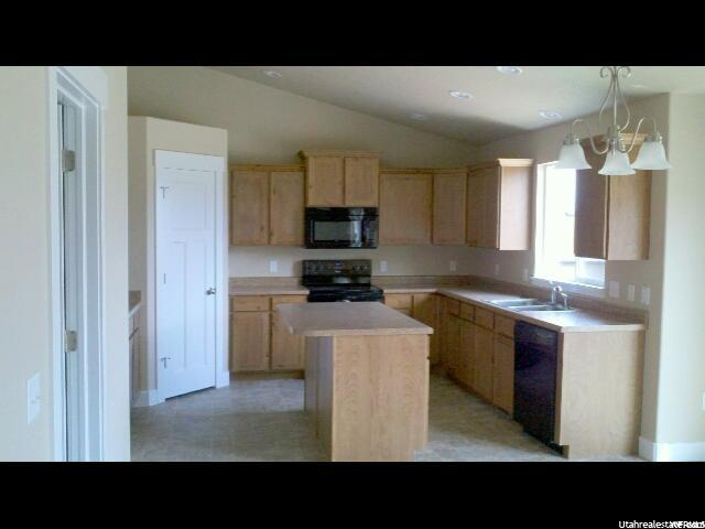 Additional photo for property listing at 2038 N 260 W 2038 N 260 W Tooele, 犹他州 84074 美国