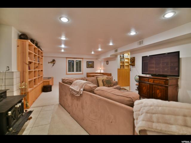 Additional photo for property listing at 11210 S 2125 E 11210 S 2125 E 桑迪, 犹他州 84092 美国