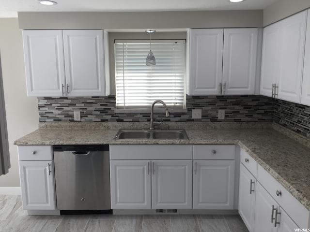 Additional photo for property listing at 4393 S 4320 W 4393 S 4320 W West Valley City, Utah 84120 États-Unis