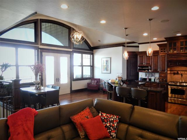 Additional photo for property listing at 155 S BLUFF Street  Hyde Park, Utah 84318 Estados Unidos