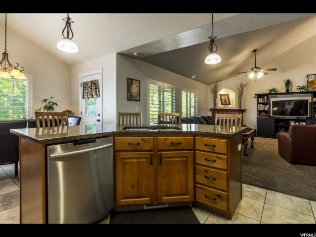 Additional photo for property listing at 427 N 1050 E 427 N 1050 E Layton, Utah 84040 États-Unis