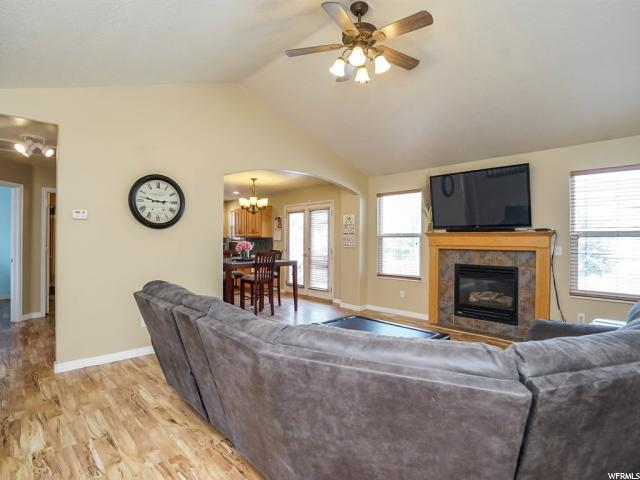 Additional photo for property listing at 7518 S 1980 E  South Weber, 犹他州 84405 美国