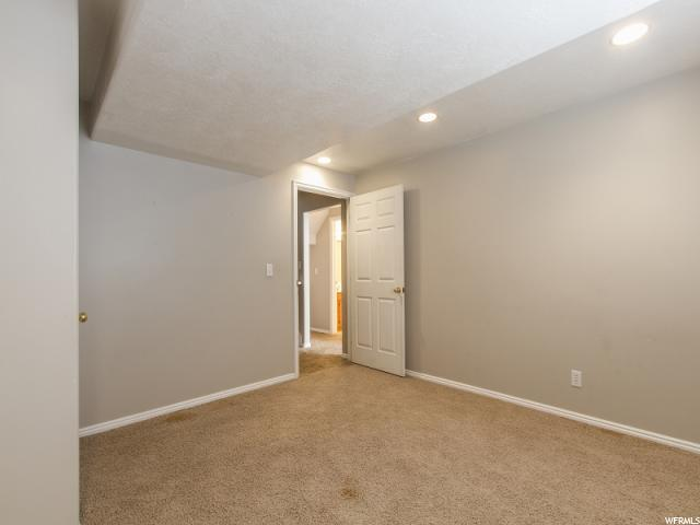 Additional photo for property listing at 1060 E 500 N 1060 E 500 N Layton, Utah 84040 États-Unis