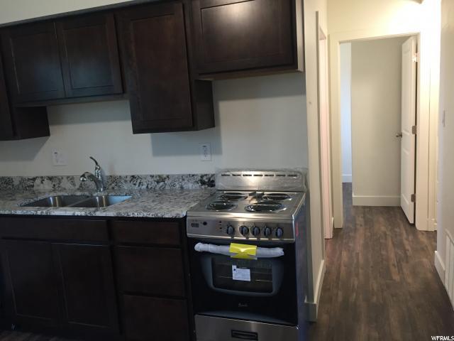 Duplex pour l Vente à 1078 W 10550 S 1078 W 10550 S South Jordan, Utah 84095 États-Unis