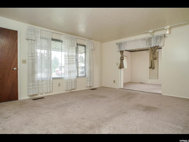 Additional photo for property listing at 1195 W 5150 S 1195 W 5150 S Riverdale, Utah 84405 États-Unis