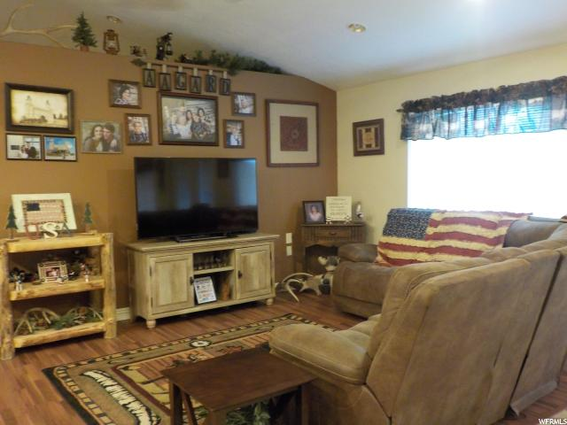 Additional photo for property listing at 315 N CENTER  Moroni, Utah 84646 États-Unis
