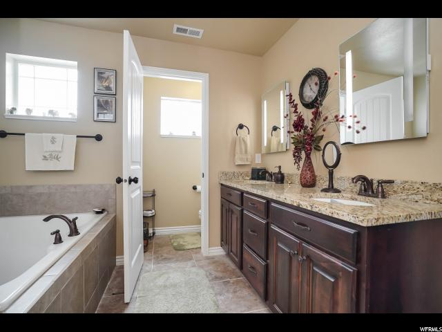 Additional photo for property listing at 1052 W 2050 S  Syracuse, Юта 84075 Соединенные Штаты