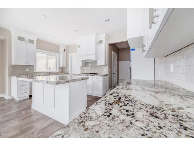 Additional photo for property listing at 2713 W 11460 S 2713 W 11460 S South Jordan, Utah 84095 États-Unis