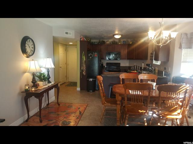 Additional photo for property listing at 104 E RESACA Drive 104 E RESACA Drive Unit: E3 Sandy, Utah 84070 États-Unis