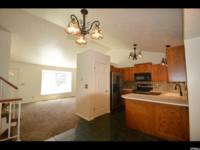 Additional photo for property listing at 210 W 1650 N  Layton, 犹他州 84041 美国