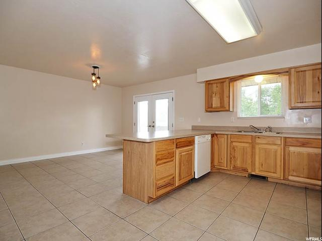Additional photo for property listing at 5471 S 3450 W  Roy, 犹他州 84067 美国