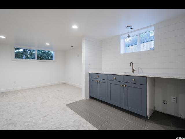 Additional photo for property listing at 4020 S OLIVER Drive 4020 S OLIVER Drive Holladay, Utah 84124 États-Unis